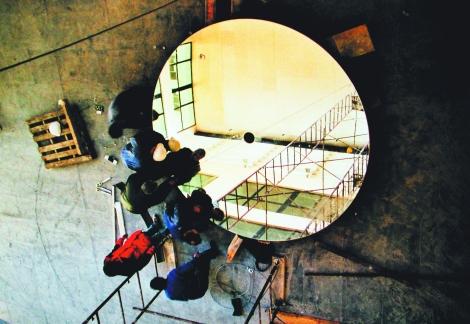 Espejo superior para elevación con hueco en el centro para situar el eje de cuelgue de la pieza
